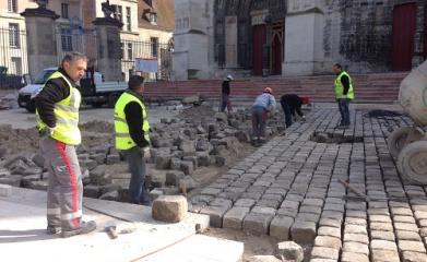MEAUX (77) - Réaménagement et mise en valeur de l'esplanade de la Cathédrale 2012-2013 image 2