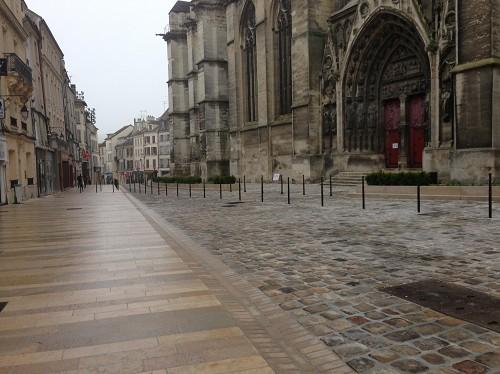 MEAUX Esplanade de la Cathédrale 2013