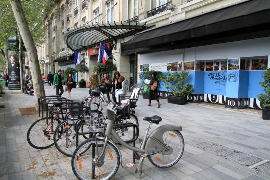 PARIS place République - Accroche vélos