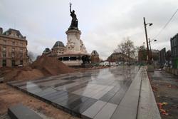 PARIS Place de la République - Statue