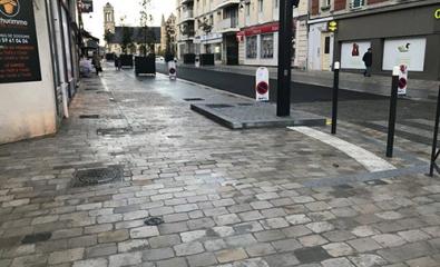 SOISSONS (02) - Rue du Commerce