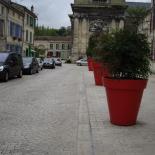 Paves_calcaires_30-16-8_sur_trottoirs_et_paves_calcaires_portugais_sur_rue_BAR_LE_DUC_-_2011